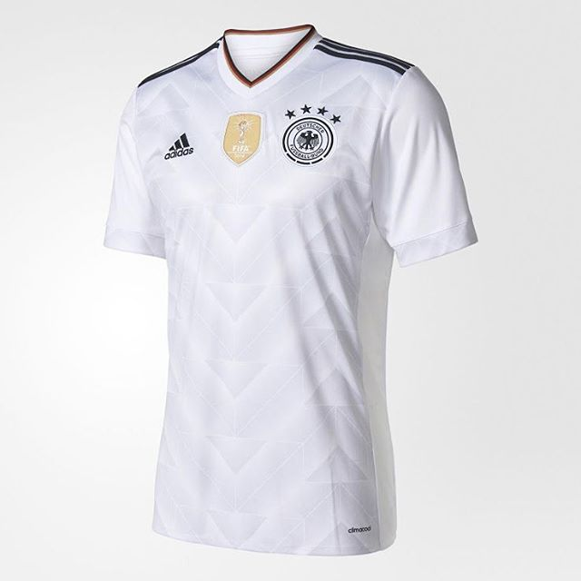 2017 Germany Confeds Cup jersey released.Drawing imspiration from the 1990 away design.Your thoughts? @mmayet_killa