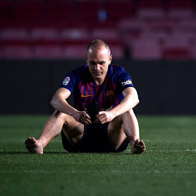 Andres Iniesta sits alone in the Nou Camp to take it all in. This makes our Instagram pic of the Day and Legend That Shook the Blog