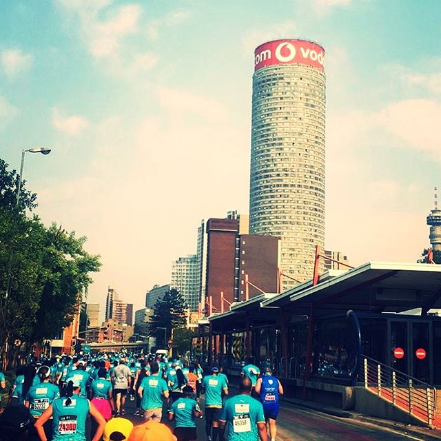 FNB marathon in Johannesburg makes our pic of the day. Happy  Heritage Day #herotageday #sa #run #runner #jozi #jhb #marathon #running #runsa #fnb @fnbsa #fnb10km #jhbcity