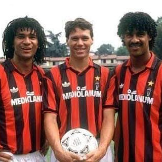 Once Upon a time in Milan by @yusufbhamjee and the Dutch beat France in the UEFA Nations League #acmilan #milan #legends #gullit #vanbasten #rijkaard #acmilanlegends #mediolanumforum #holland #dutch #adidas #adidasfootball