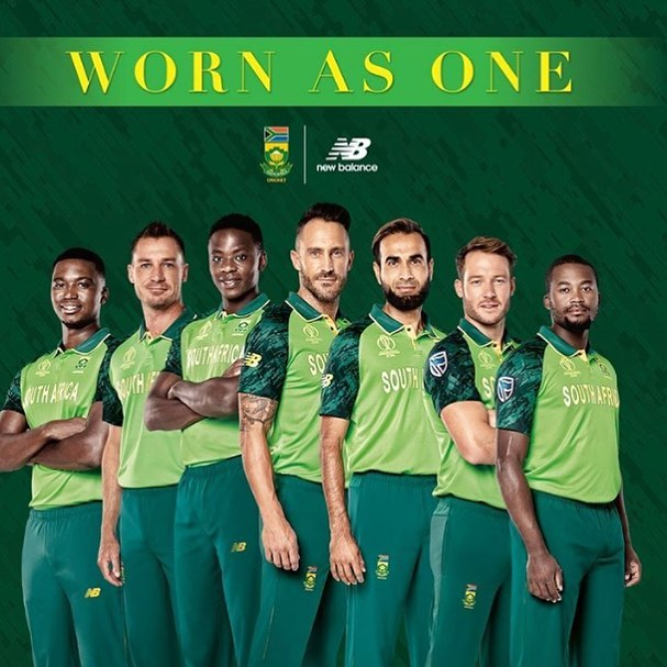 What do you think of our new Pakistani Green World Cup Kit ?. Farouk Motala says he likes it. #proteas #cricketworldcup #southafrica #newbalance