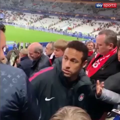 Naeeema makes our MUGG of the week for hitting a fan after PSGS loss in the Coupe de France to Rennes. The Choet Lity then went to say the litys of the team must respect the Elders#psg #neymar #naeema #neymarpunch #neymatpunchesfan #coupedefrance #rennes #psgvsrennes