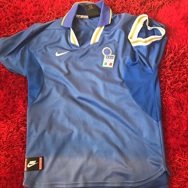 We launch our Retro kit post with my Nike Italia Home Jersey from Euro 96. 21 years old. Faded badly but still a classic. If you have any classic and Legendary kits Tag us or inbox us for a feature
